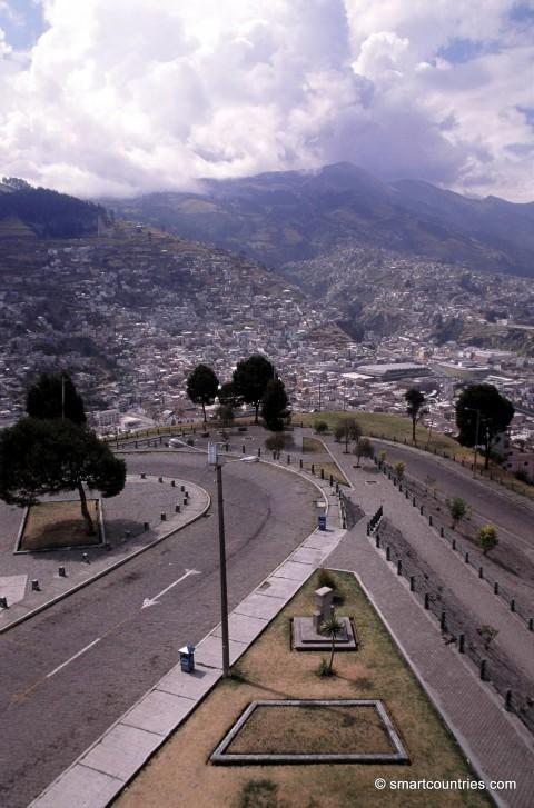 Road to El Panecillo