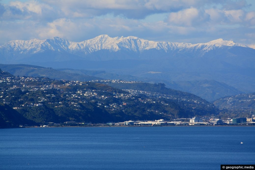 Wellington Harbour & mountains